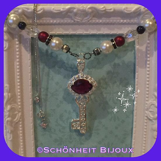 ガーネット鍵ネックレス/ Garnet Key Necklace