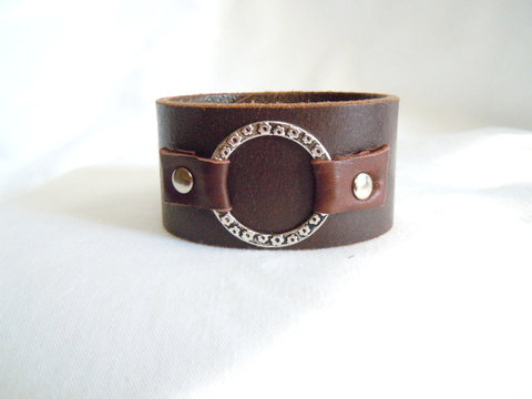 "Brown Leather 1.5"" cuff with Silver Ring CBB 122"
