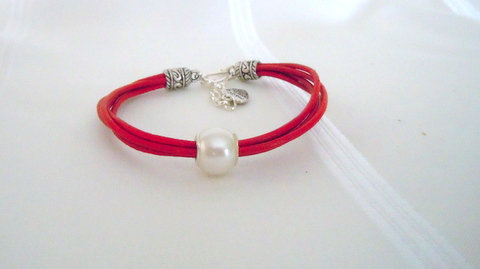2 Strand Red leather cord with Pearl PAE101