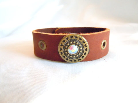 Med Brn Leather Cuff, Stone and eyelets CBB 128