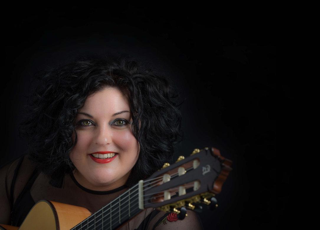 Sanger, liedjieskrywer en kitaarspeler Hilandi du Toit.