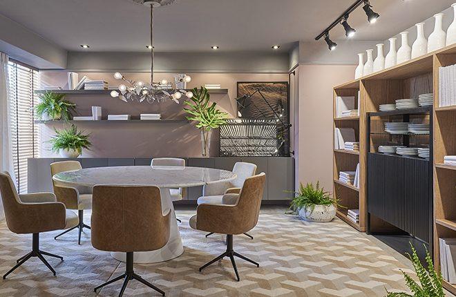 Mesa Lider Interiores Savoy com tampo em pedra branca