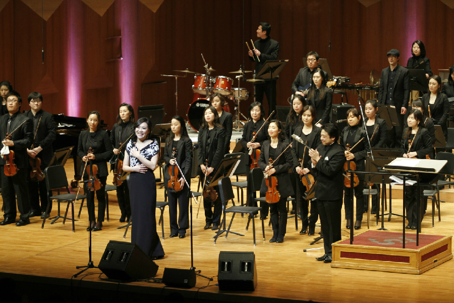 Rose Jang standing with all her orchestra