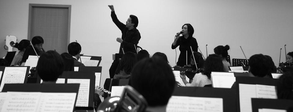 Rose Jang rehearsing b and w