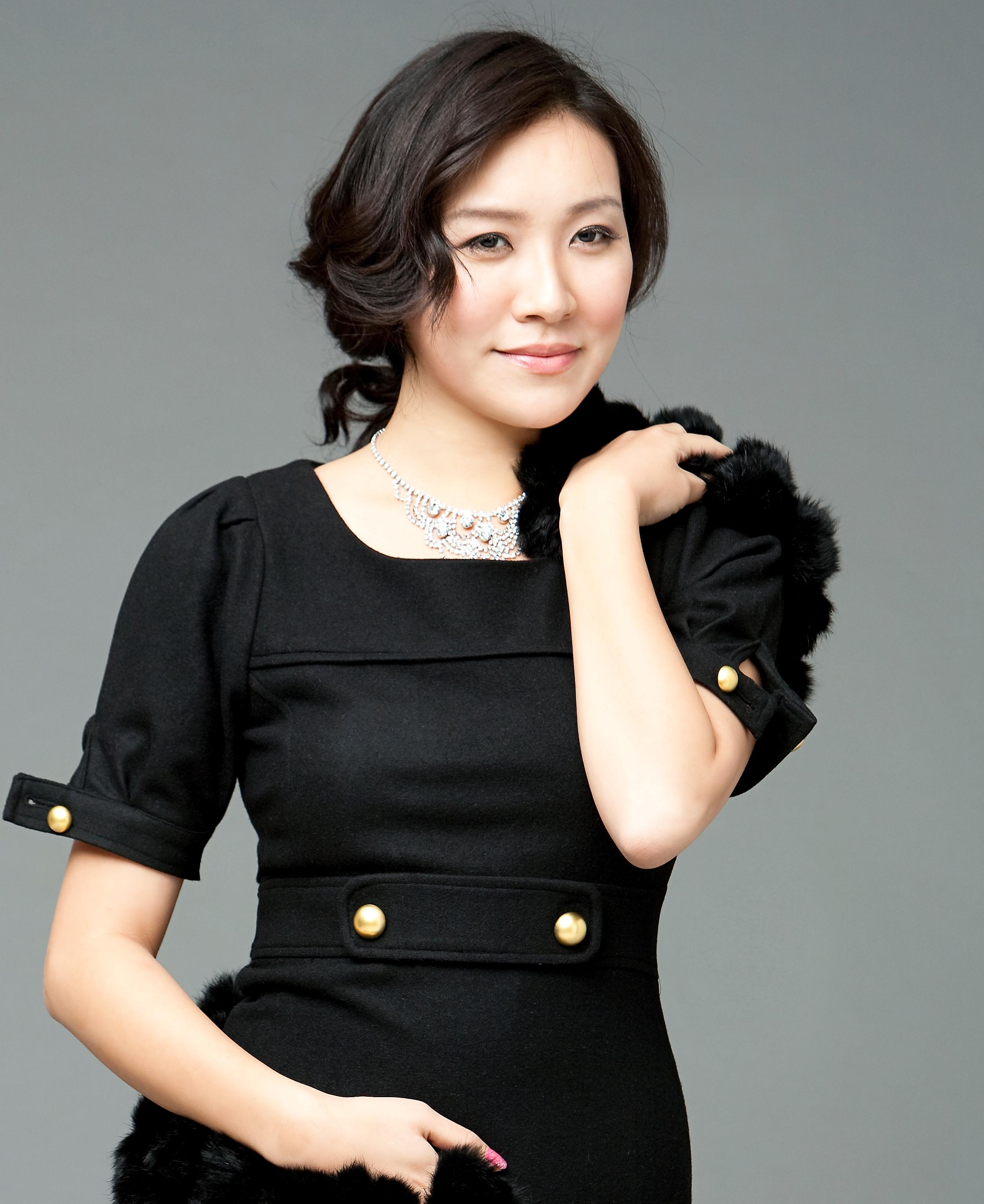 Rose Jang 세종 프로필 사진 반신