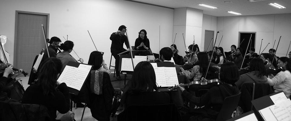 Rose Jang rehearsing