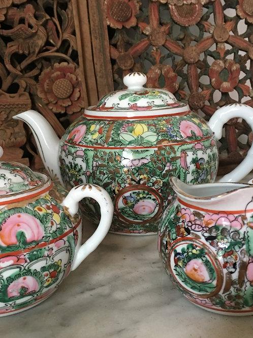 Famille Verte Teapot, Creamer & sucre