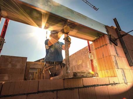 Quanto tempo a construtora pode atrasar a obra? Entenda a cláusula de tolerância