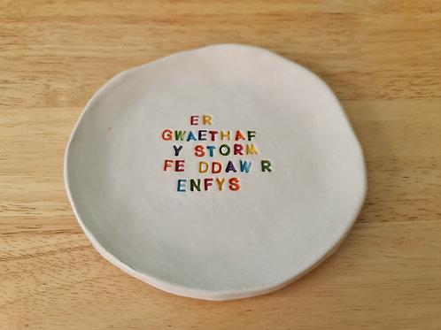 """""""Er gwaethaf y storm fe ddaw r enfys"""" ceramic plate"""
