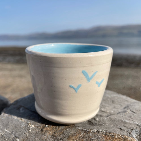 copy of Small Seagulls in flight Pot
