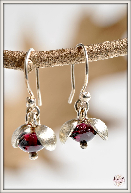 Small Peapod Garnet Earrings