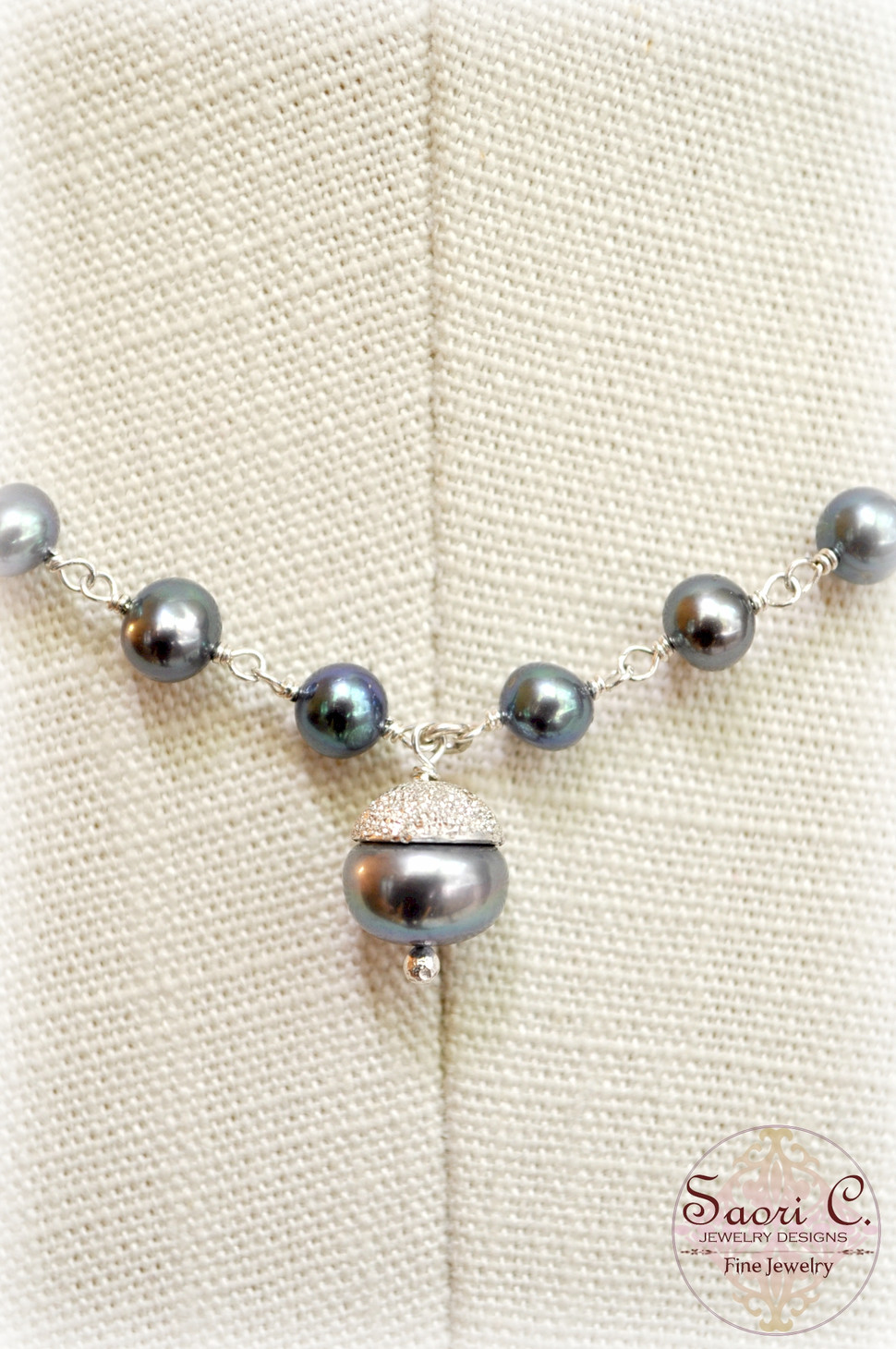 Reign Black Pearl Necklace