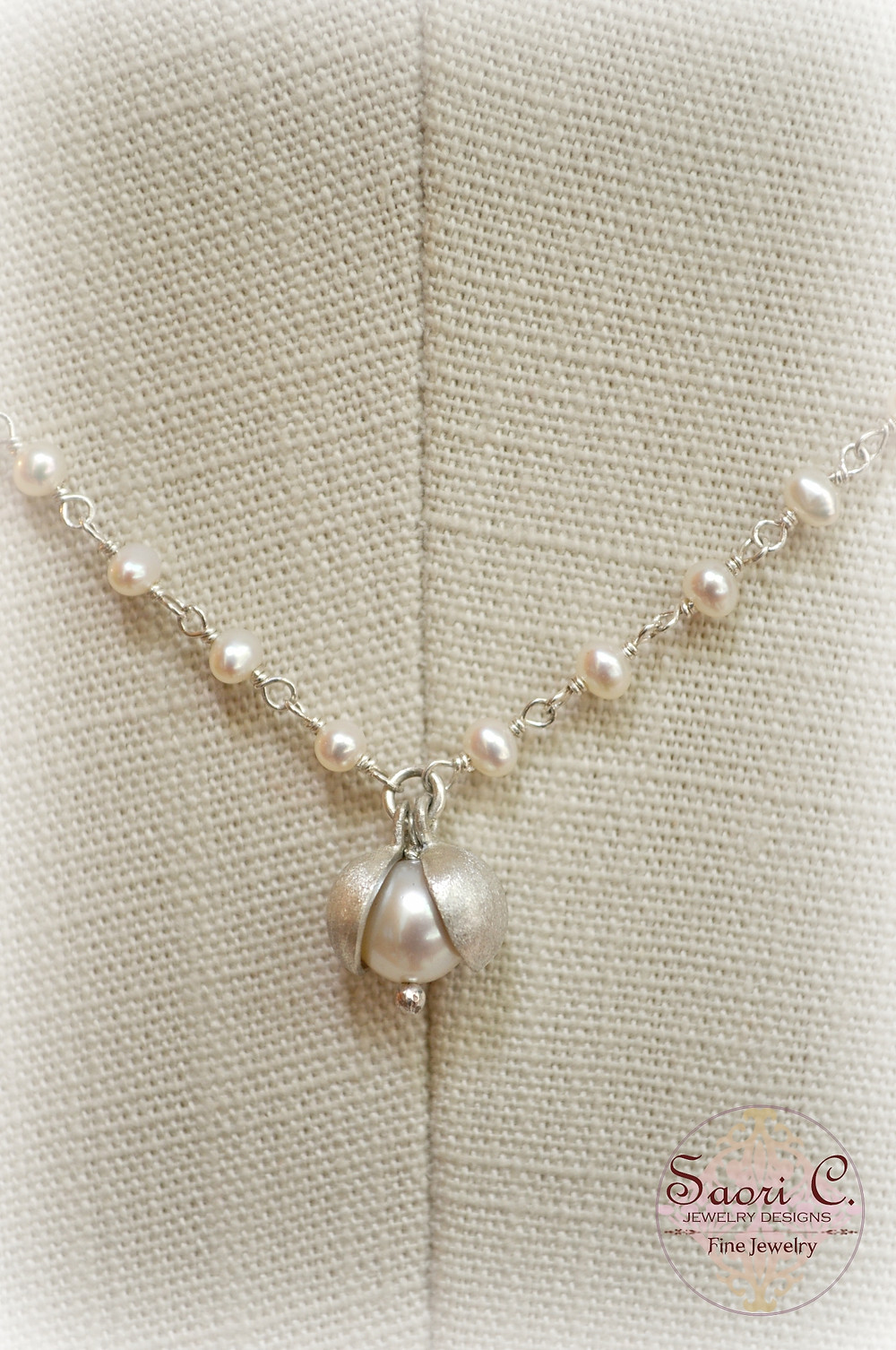 Peapod White Pearl Necklace