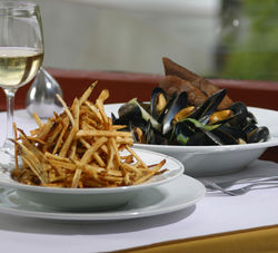 Pastis-Scented Steamed Mussels