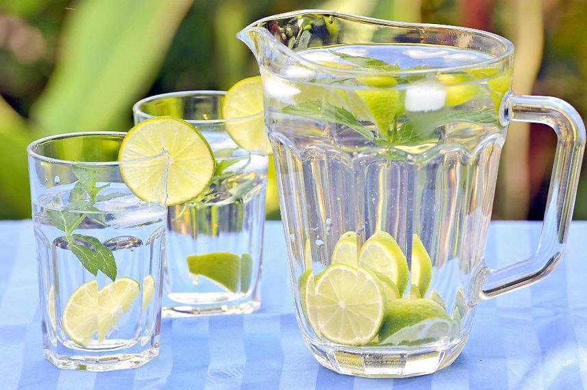 Trinken_Sie_Wasser_auf_nüchteren_Magen.j