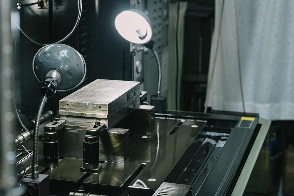 工場内で使用している工作機械