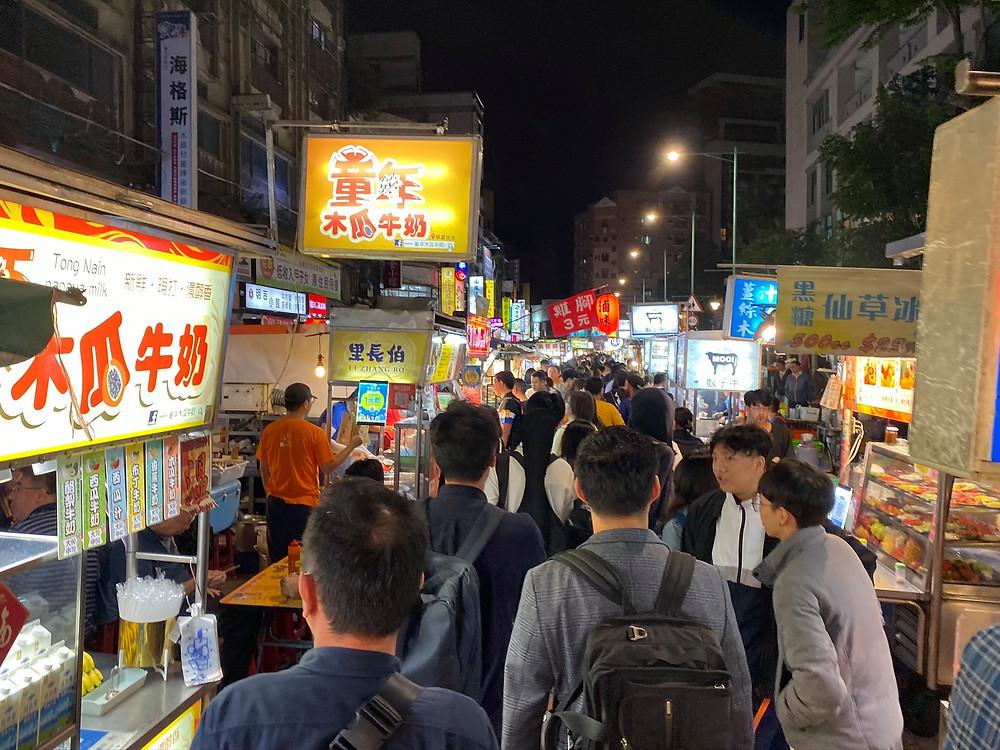 初訪問の活気あふれる台湾の街