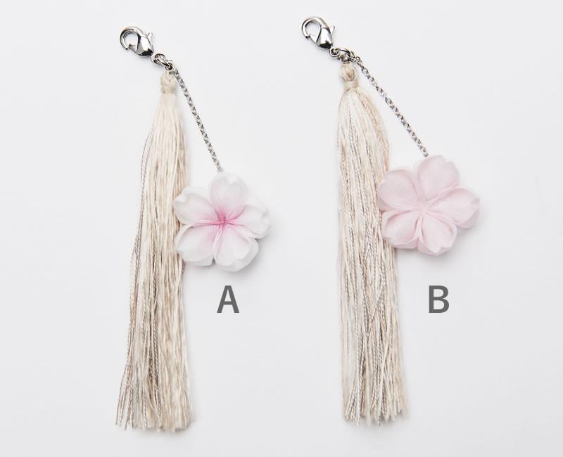 ひとつずつ手作りの桜のつまみ細工と桜の木で染めた絹糸タッセルを限定でご提供