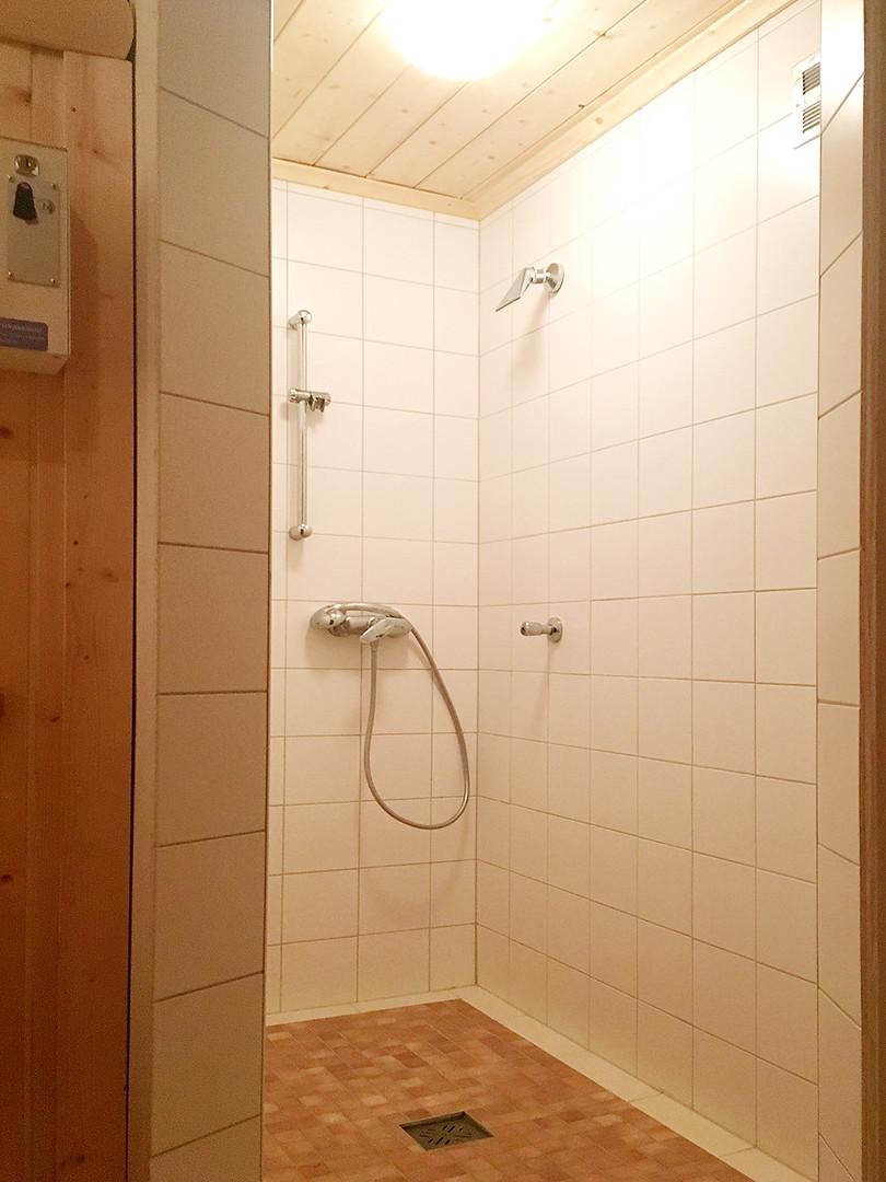 Sauna mit eigener Dusche