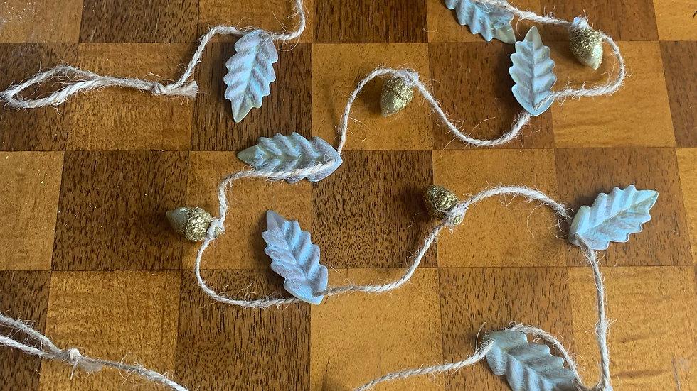 Metal oak leaf and ditsy glitter acorn jute garland