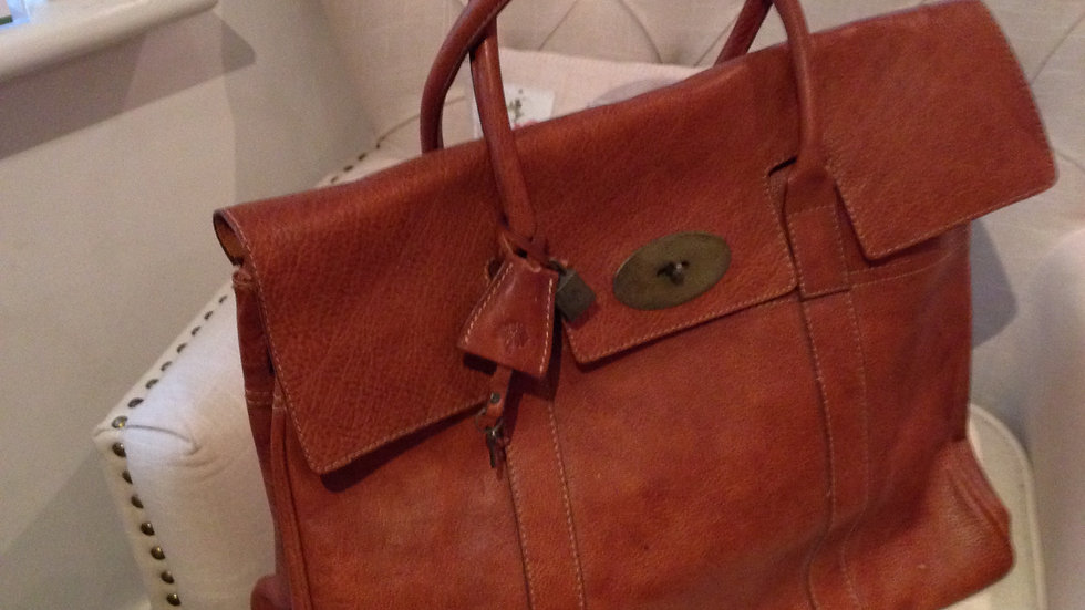 Large designer style tan leather holdall/laptop bag