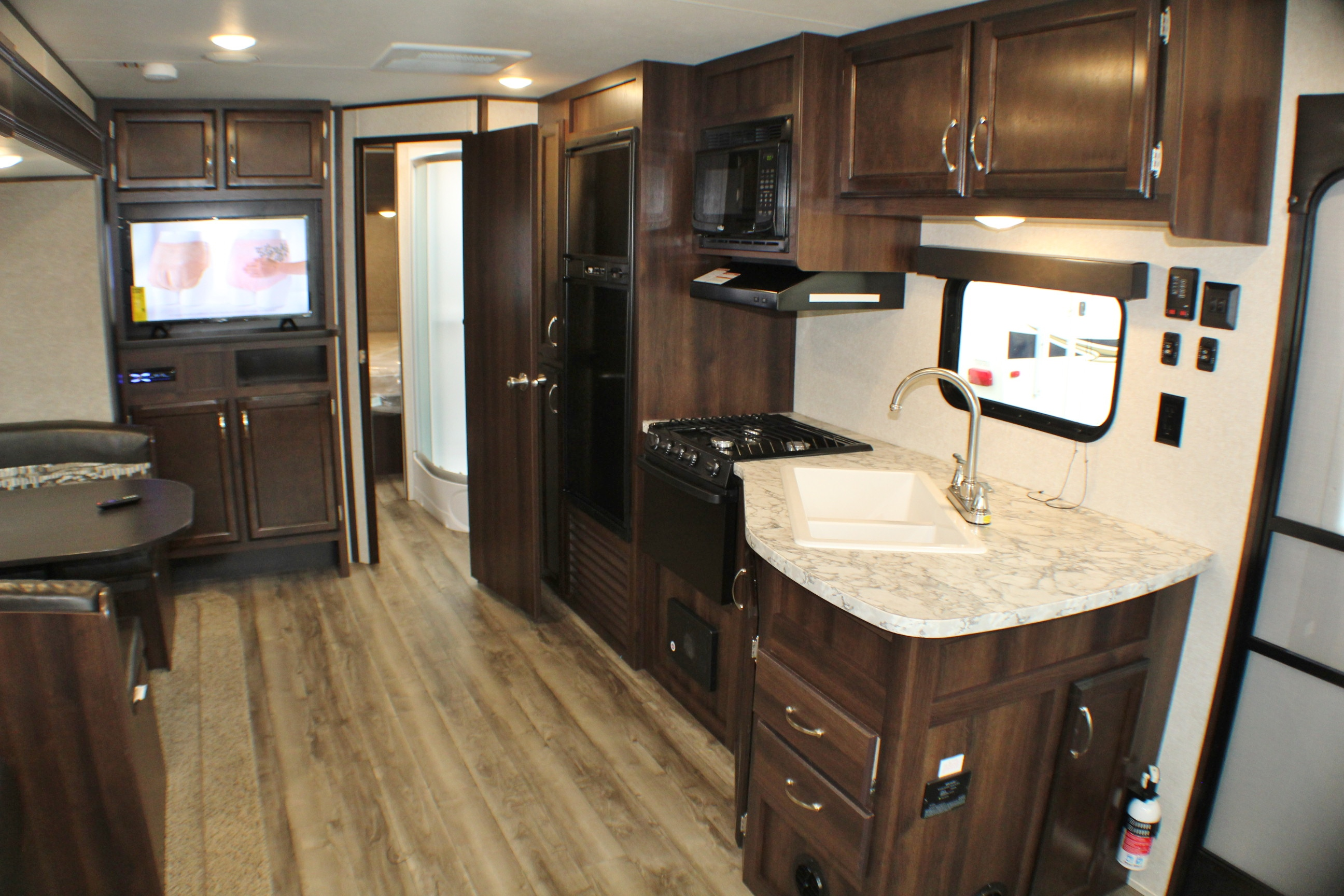 b living room kitchen