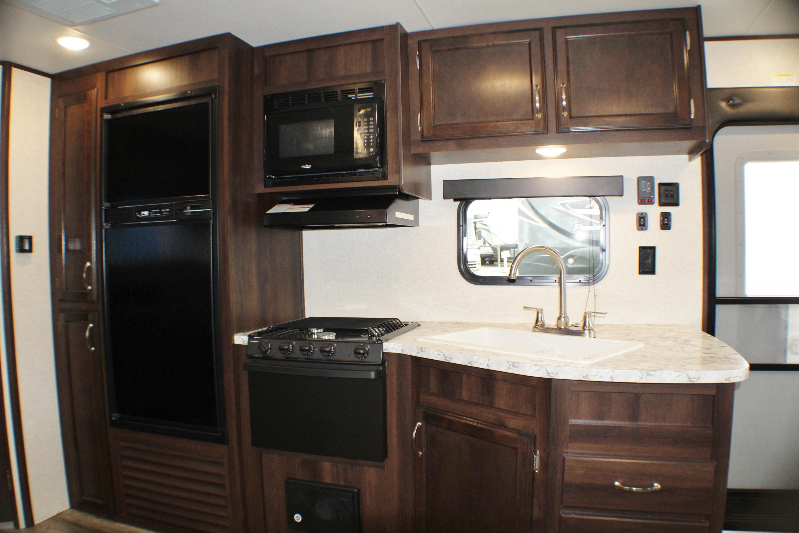 b kitchen 3
