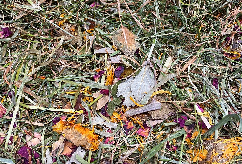Marigold, Rose Petals & Blackberry Leaf Hay Blend (100g)