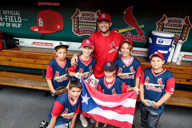 KIDS FROM PUERTO RICO SOCIETY OF ST. LOUIS SPEND TIME WITH THE GOLD GLOVER