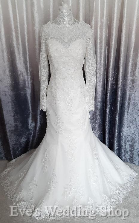 Berketex ivory lace wedding dress  with sleeves UK 14/16