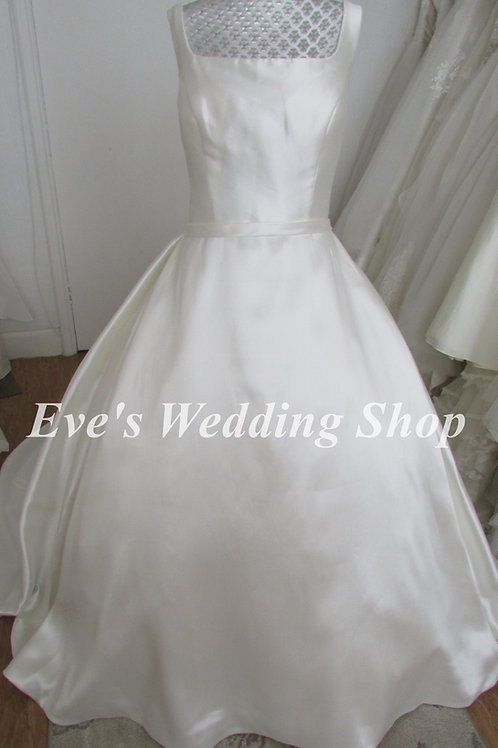 Beautiful simple wedding dress UK 20 with hidden pockets