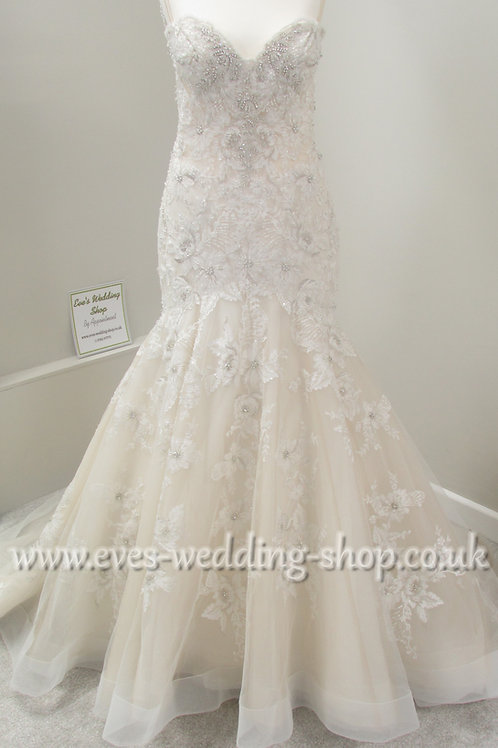Beautiful ivory/rum pink wedding dress with floral detail UK 8/10