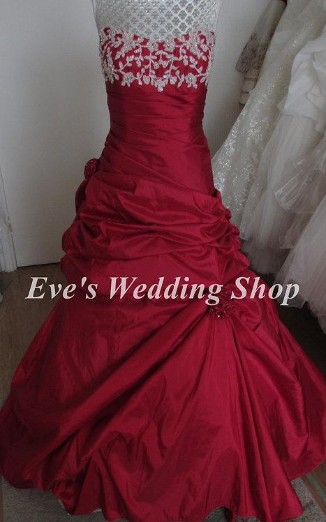 Red Amanda Wyatt wedding dress UK 8/10