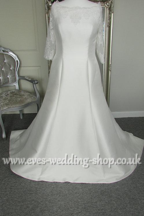 Venus ivory wedding dress UK 20 with sleeves