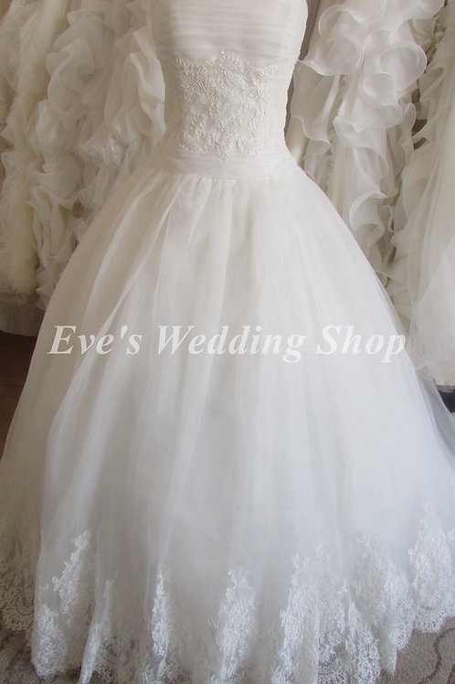 Victoria Kay ivory princess wedding dress UK size 12/14