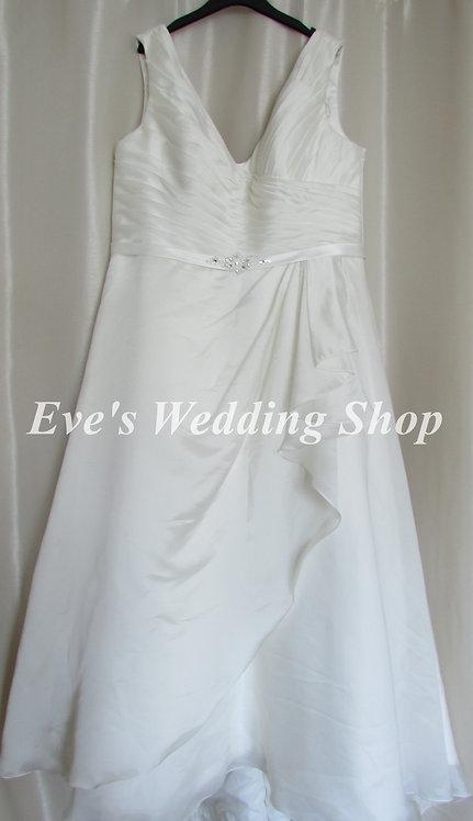 Beautiful Ivory V neck wedding dress UK 22/24