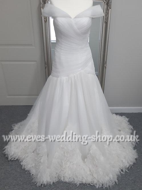 Anna Lizh feather off the shoulder wedding dress UK 12
