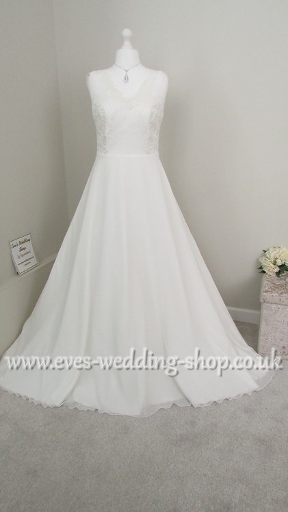 Ivory chiffon wedding dress UK 14/16