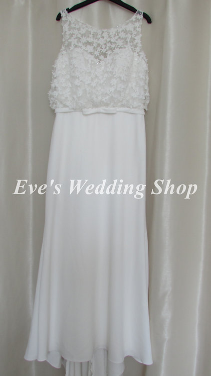 Simple elegant ivory beach / destination wedding dress UK 14/16