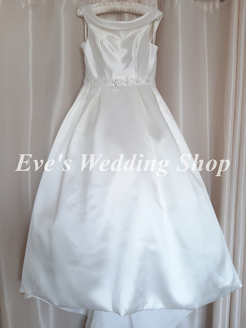 Beautiful ivory off the shoulder wedding dress UK 16/18 with hidden pockets