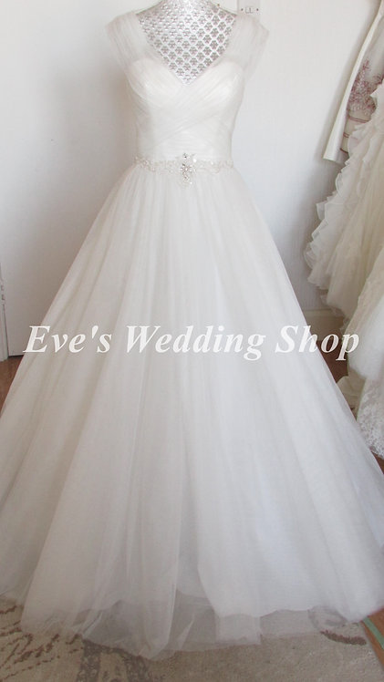 Ivory wedding dress around arms UK 6