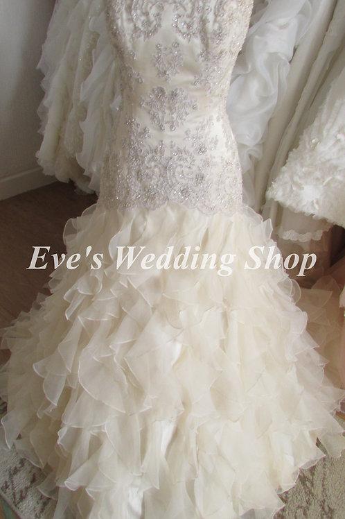 Amanda Wyatt '' Madrid '' champagne wedding dress UK 12/14