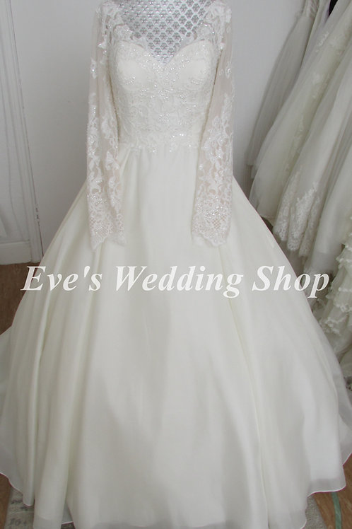 Beautiful wedding dress with sleeves and hidden pockets UK 14/16
