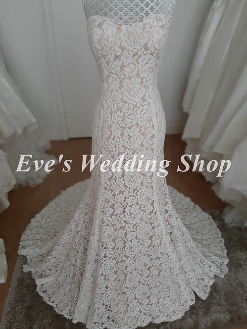 Ivory / almond lace wedding dress UK 14/16