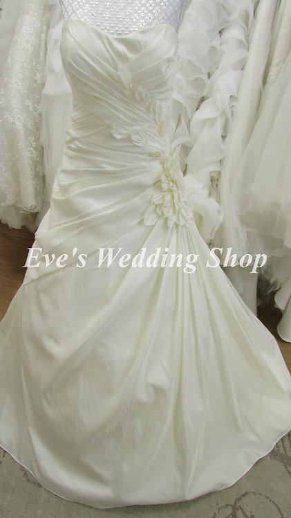 Veromia ivory wedding dress with flower on side UK 14