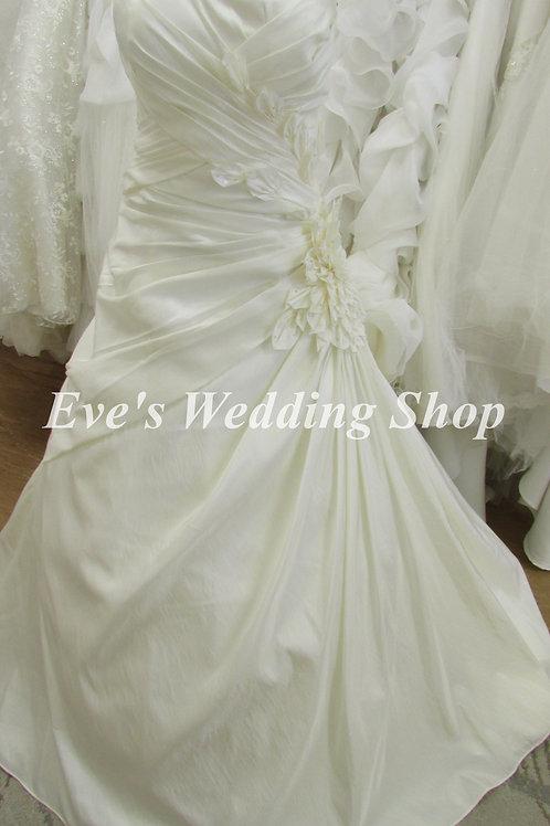 Veromia ivory wedding dress with flower on side UK 14