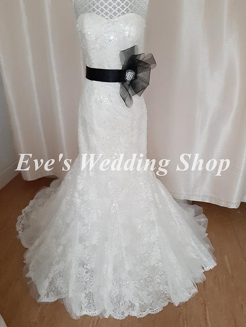 Ivory / black wedding dress UK 12/14