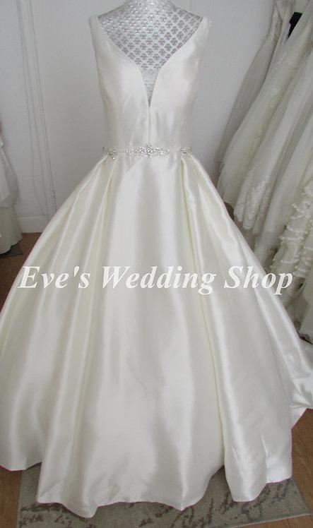 V neck wedding dress with hidden pockets UK 14/16