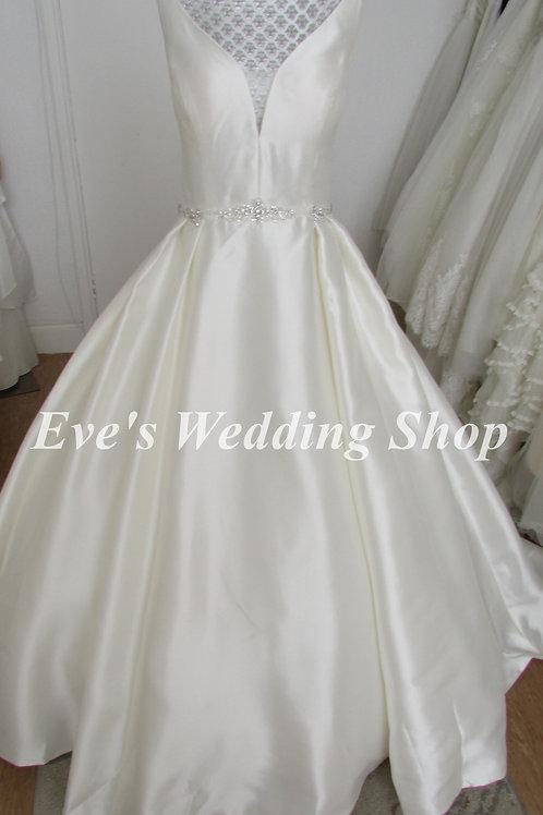 Berketex ''Luna'' V neck wedding dress with pockets UK 16