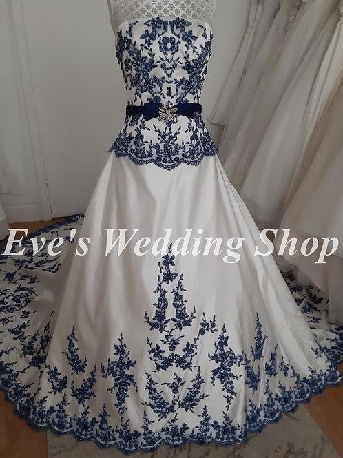 Ivory / navy wedding dress Uk 10/12 with long train
